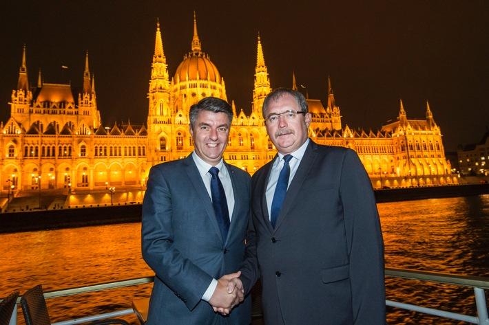 Ungarn ist Partnerland der Internationalen Gr�nen Woche Berlin 2017 - Unterzeichnung des Partnerlandvertrag besiegelt die traditionsreiche Zusammenarbeit (FOTO)