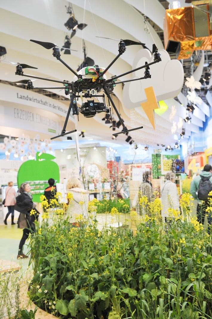 Grüne Woche 2019: Landwirtschaft mit Herz und Drohne / Das Bundeslandwirtschaftsministerium gibt in Halle 23a einen Ausblick auf die Landwirtschaft von morgen (FOTO)