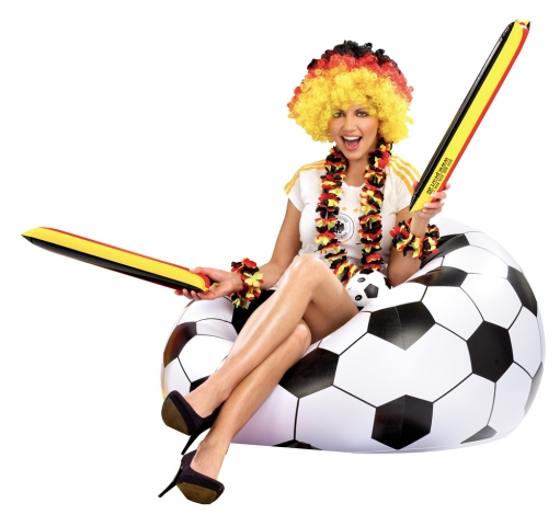 AUFBLASBARER FUSSBALL-CLUBSESSEL IM COOLEN LOUNGE-STYLE