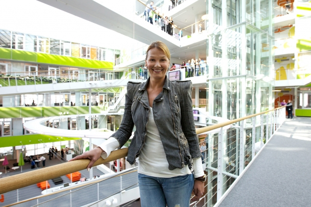 franziska van almsick auf stippvisite im unilevergeb ude in der hamburger hafencity firmenpresse. Black Bedroom Furniture Sets. Home Design Ideas