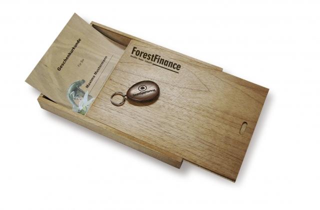 konfirmationsgeschenke mit nachhaltigem sinn geschenkbaum und baumsparvertrag firmenpresse. Black Bedroom Furniture Sets. Home Design Ideas
